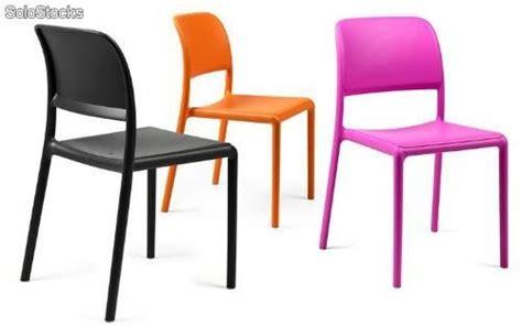 chaises de couleur chaise en résine de couleur riva bistrot