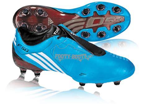 adu teknologi  sepatu sepak bola pemain dunia