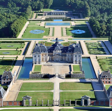 married     largest privately owned chateaus