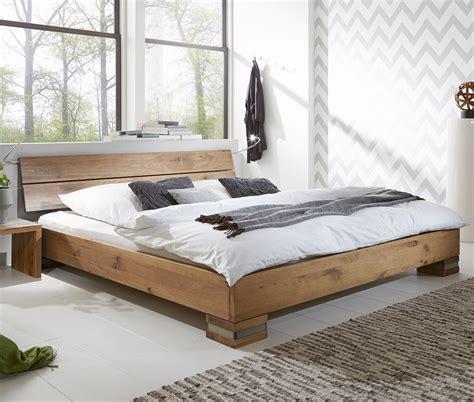 Bett Rückwand Holz by Massivholzbett Und Kopfteil In Rustikaler Eiche Curada
