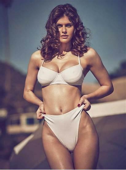 Alexandra Daddario Nipple Famous