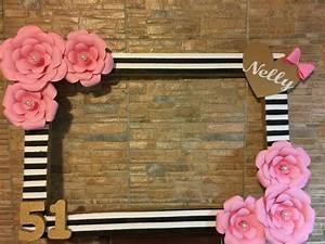 Un Noel Memorable : haz un marco de fiesta divertido y muy original decor ndolo con flores de papel es una manera ~ Melissatoandfro.com Idées de Décoration