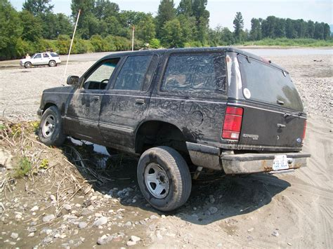 A Mildly Modified 1992 Ford Explorer Off Road.jpg