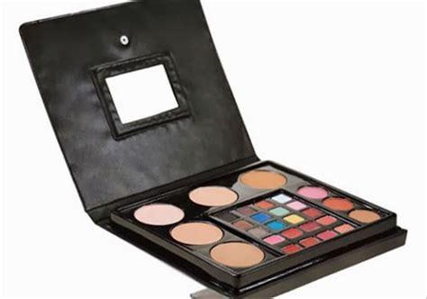 *harga yang tertera belum termasuk diskon. Trend Model 33+ Makeup Kit Wardah