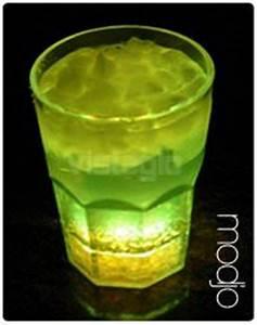 Verre à Mojito : verre mojito lumineux accessoires de bar produits led leszitounes ~ Teatrodelosmanantiales.com Idées de Décoration