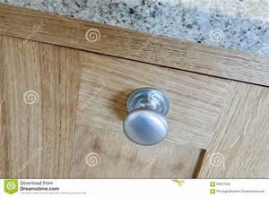 Bouton De Placard : boutons de placard de cuisine photo stock image du m tal granit 62557448 ~ Teatrodelosmanantiales.com Idées de Décoration