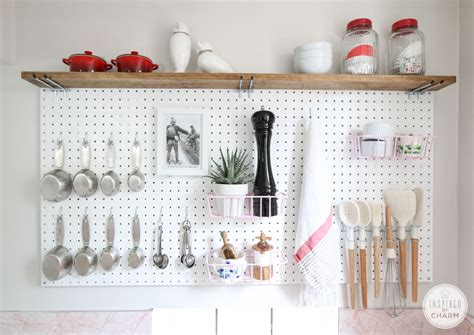 resourceful ways  decorate  pegboards