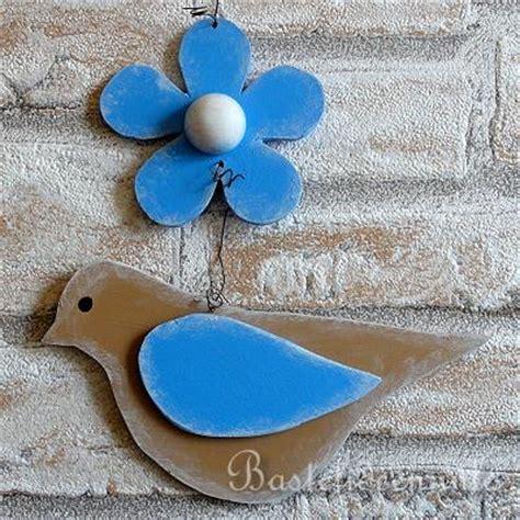fruehlingsbasteln laubsaegearbeit vogel und blume dekokette