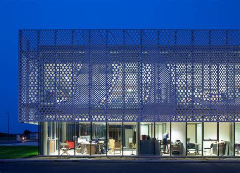 laboratoire nuxe siege social lcca partenaire de mcs sur la façade en hi macs de la