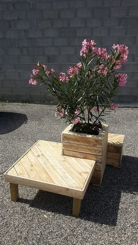 recycled pallet planter  attached seating pallet