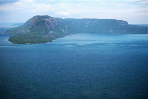 aerial tours  thunder bay  sleeping giant northern