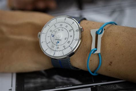 Voorzien van open uurwerk, afgedekt met glasplaat. KLOK 01 WHITE - Klok 01 - klokers