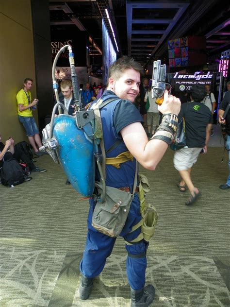 pax cosplay  naked sims dude  femshep team