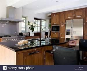 Küche Mit Amerikanischem Kühlschrank : waschbecken sie in granit erstklassige insel ger t in gro e moderne k che mit amerikanischem ~ Sanjose-hotels-ca.com Haus und Dekorationen