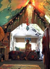 Awesome Teenage Bedrooms by Best 25 Teenage Attic Bedroom Ideas On Pinterest