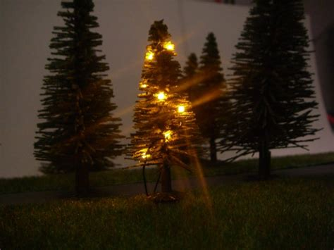 weihnachtsbaum mit lichterkette gelb beleuchtet n 01 02 01 03