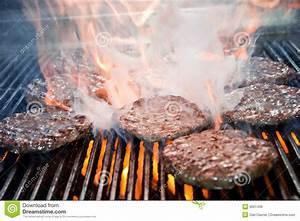 Burger Grillen Gasgrill Temperatur : hamburgers on the grill royalty free stock image image 9631436 ~ Eleganceandgraceweddings.com Haus und Dekorationen