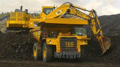 big digger excavator dump truck bulldozer working  quarry youtube