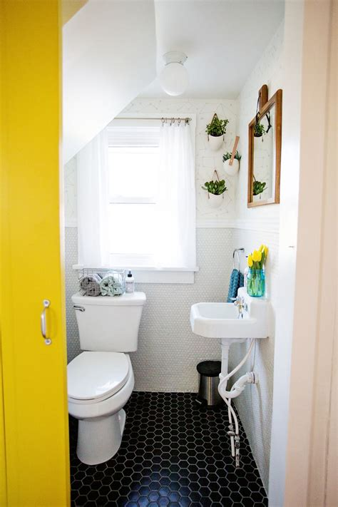 How To Decorate Small Bathroom by How To Decorate A Tiny Bathroom On A Budget