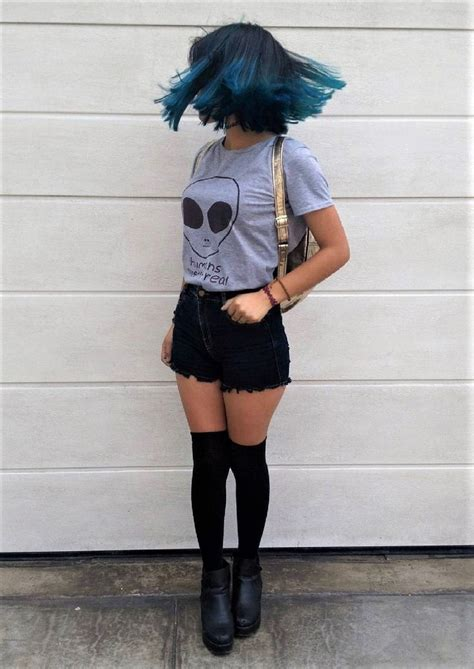 41 Grunge Outfit Ideas for this Spring | Choker Socks and Shorts