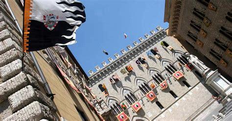 Sede Monte Dei Paschi Di Siena La Bozza M5s Lega Affossa Mps In Borsa 171 Ridefinire
