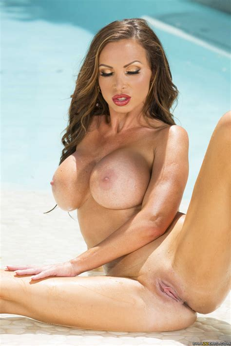 Seductive Woman Got Naked And Sucked Cock Photos Nikki