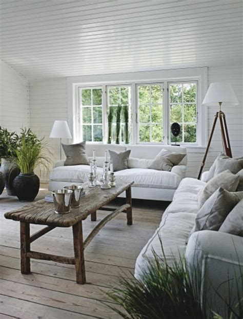 Summer House Decorated With Rough Wooden Furniture  Digsdigs. Blue Accessories For Living Room. Yellow And Grey Living Room. Dining Room Pub Table Sets. Living Room Cleaning. Living Room Tall Lamps. Set Of Living Room Chairs. Color For Living Room 2014. Rectangular Dining Room Lighting