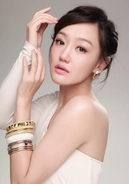 《独有英雄》杀青 薛佳凝扮村妇最接地气儿-搜狐娱乐