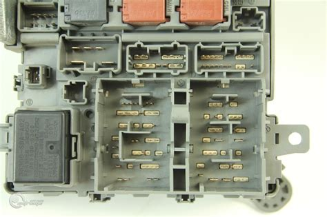 04 Honda Accord Fuse Box by Honda Accord Sedan Ex 03 04 Interior Dash Fuse Relay Box