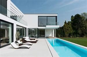 Moderne Häuser Mit Pool : homify 360 moderne villa mit pool und sprungbrett ~ Markanthonyermac.com Haus und Dekorationen