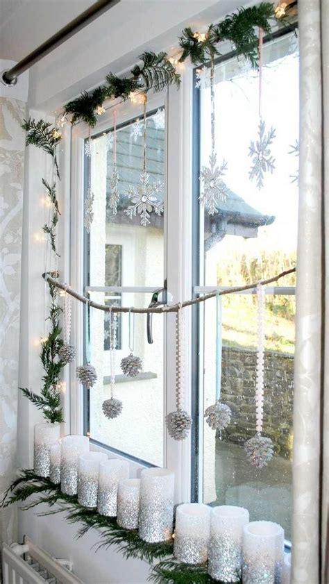 wei 223 e stumpenkerzen mit silbernem glitzer dekoriert fenster weihnachtsdeko fensterbank