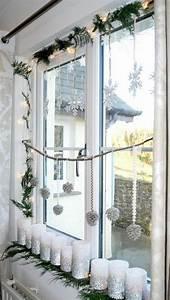 Fenster Weihnachtlich Gestalten : wei e stumpenkerzen mit silbernem glitzer dekoriert ~ Lizthompson.info Haus und Dekorationen