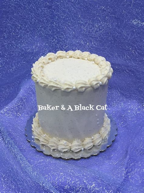 Vanilla Bean cake withbuttercream decorated with