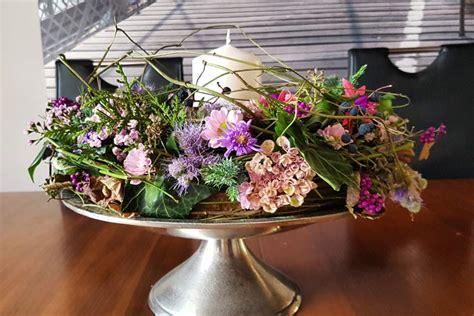 dekorieren mit naturmaterialien ideen für jede jahreszeit die blumen garage str 228 u 223 e gestecke und dekoration aus naturmaterialien memmingen