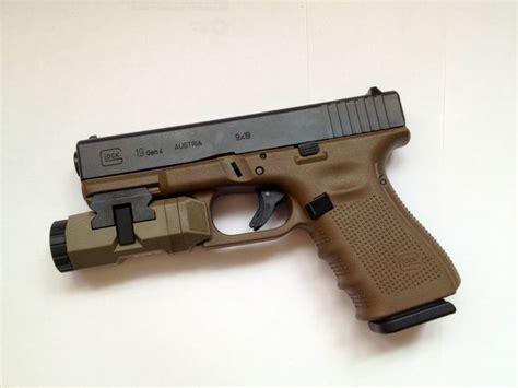 glock 19 strobe light gen 4 glock 19 in fde with an fde apl we 39 d like it