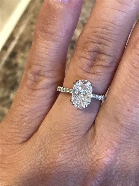 harro  cc oval moissanite