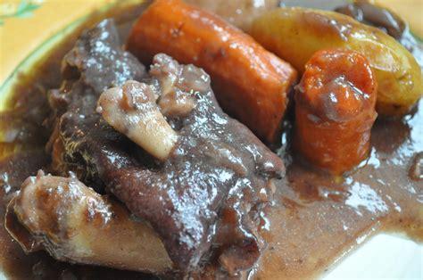cuisiner les pieds de cochon pieds de cochon en marinade âmes sensibles passez votre