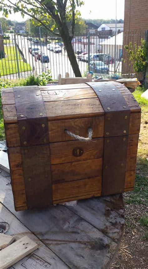 treasure chest   repurposed pallet wood  pallets