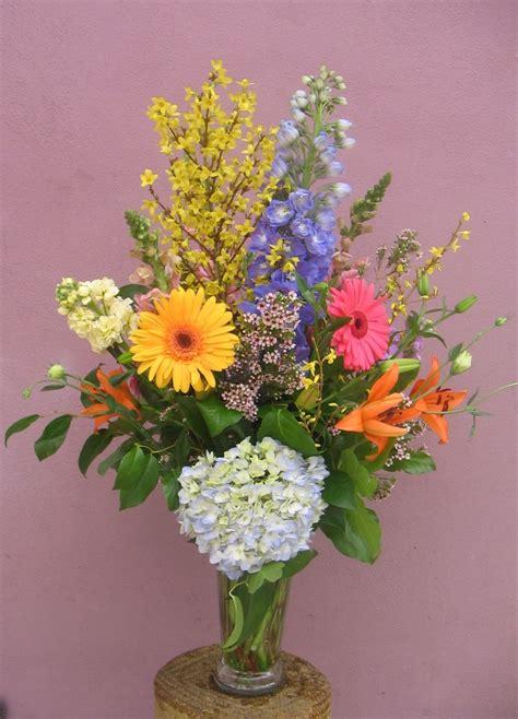 forsythia flower arrangements forsythia makes this lovely arrangement flowers pinterest
