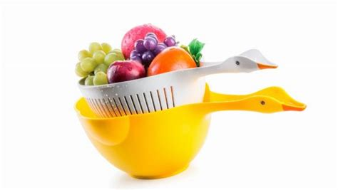 Cool Product Alert Duck Shaped Colander Set by 25 White And Wood Kitchen Ideas