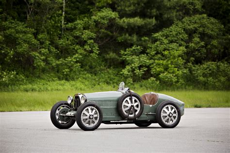 Bugatti proudly celebrates the production and delivery of its 300th chiron, a pur sport in an extremely sleek nocturne configuration that truly brings out the car's incredible lines. 1927 Bugatti 35 GP: a blue icon for a racing queen