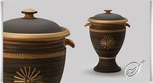 Kleine Sportgeräte Für Zu Hause : kleine urne aus ton f r zuhause caldas ~ Lizthompson.info Haus und Dekorationen