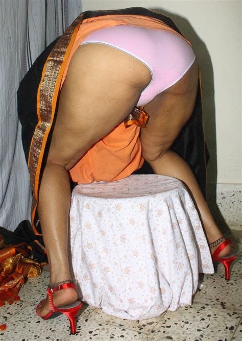 Sleeping Aunty Saree Upskrit Ass Pic Xossip Datawav