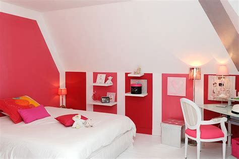 Shades Of Pink And Red Enliven Contemporary Bedroom In