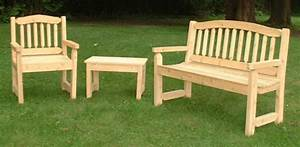 Choosing Durable Wood for a Garden Bench and Outdoor