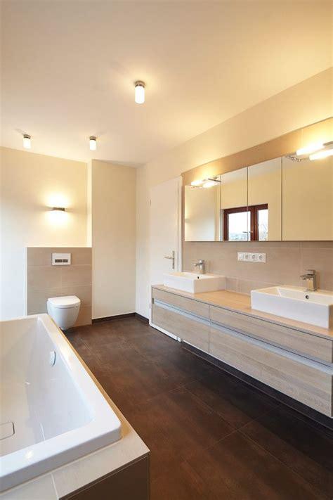 Moderne Badezimmer Fliesen by Die Besten 25 Lichtdesign Ideen Auf