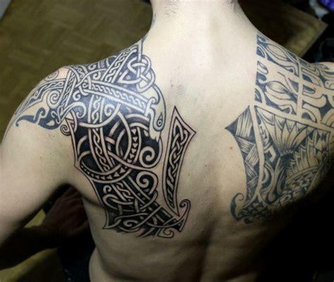 tatouage viking dos homme