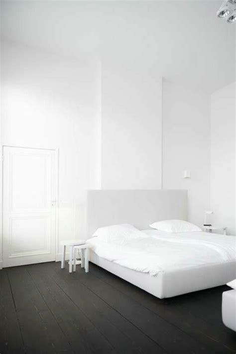 chambre à coucher blanc et noir le parquet noir en 45 photos