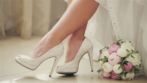 Acquista la collezione di convenienti scarpe da cerimonia e matrimonio boohoo ispirate alle tendenze dei designer, dai sandali con tacco pensiamo di no. Scarpe Da Sposa Tacco Altissimo : Scarpe da Sposa spuntate ...