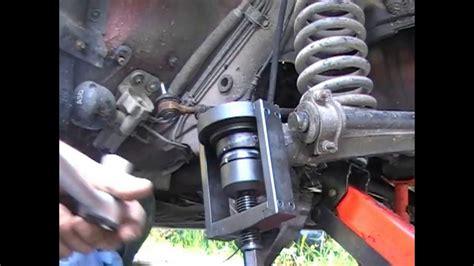 siege terrano 2 changement de rotule de suspension inférieure sur mercedes